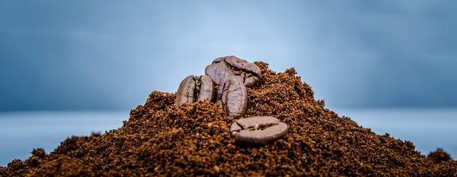 Kávébab és őrölt kávé