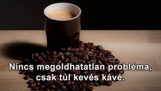 Kávé idézetek barna bögrével, kávészemekkel