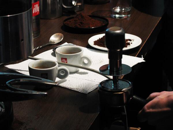 Kávé tömörítés közben