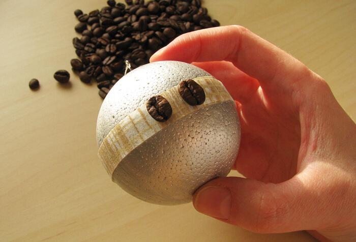 Kávészemek hungarocell gömbön