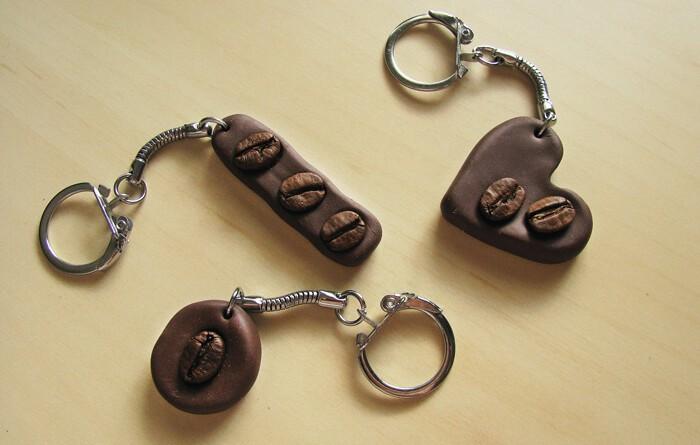 Kulcstartó kávészemekkel, süthető gyurmából