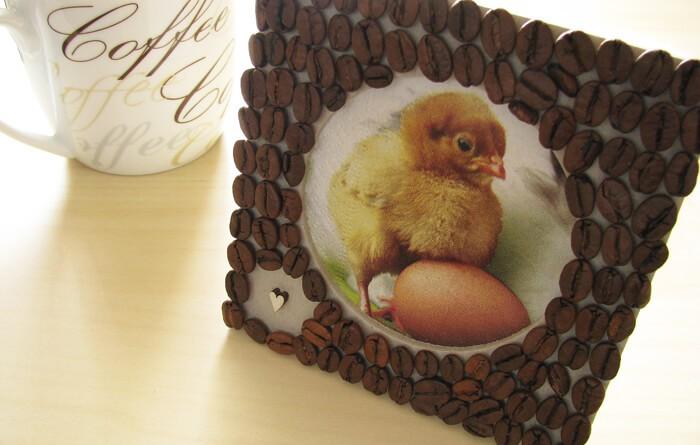 Húsvéti képkeret díszítése kávészemekkel