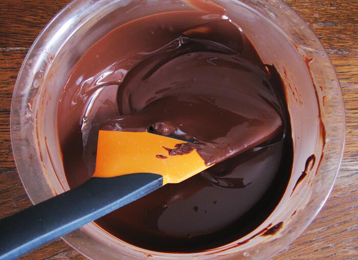 Trüffel golyók bevonatához étcsokoládét olvasztunk