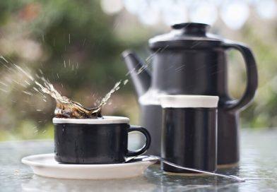 Mihez kezdjünk, ha kávénk a blúzunkon vagy a szőnyegen köt ki?