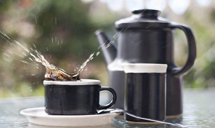 Mit tegyünk, ha kiborul vagy kifröccsen a kávé és foltot hagy?