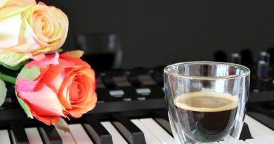 Pörgős zene a kávéról